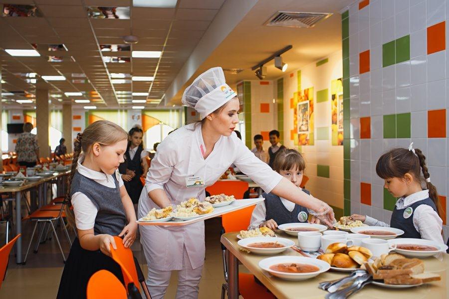 Еда в школьной столовой фото